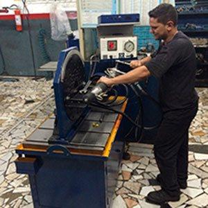 Manutenção de direção hidráulica automotiva
